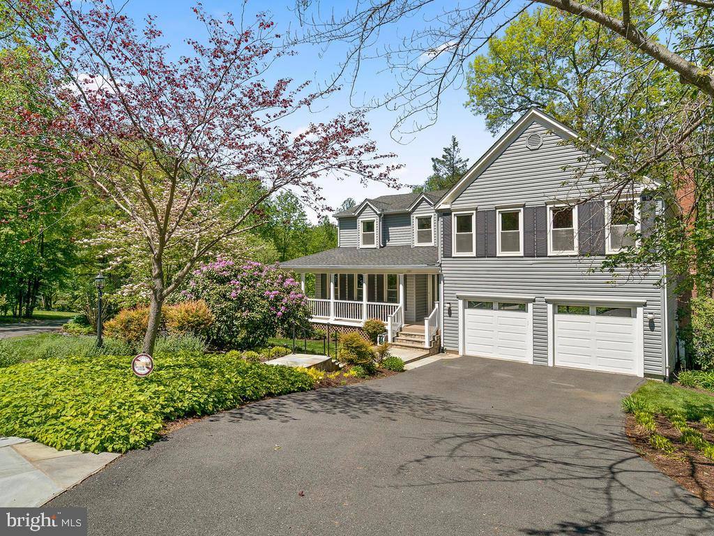 Fantastic location! Just 15 minutes to Dulles! - 1281 AUBURN GROVE LN, RESTON