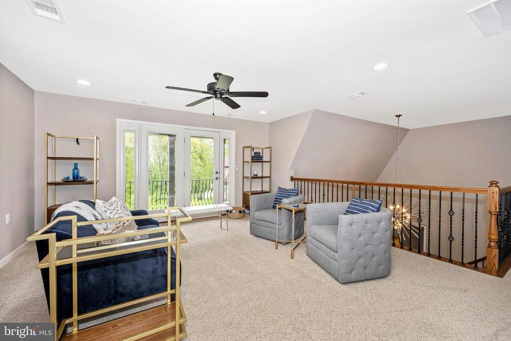Upper Level Loft with Private Balcony - 3026 OLD ANNAPOLIS TRL, FREDERICK