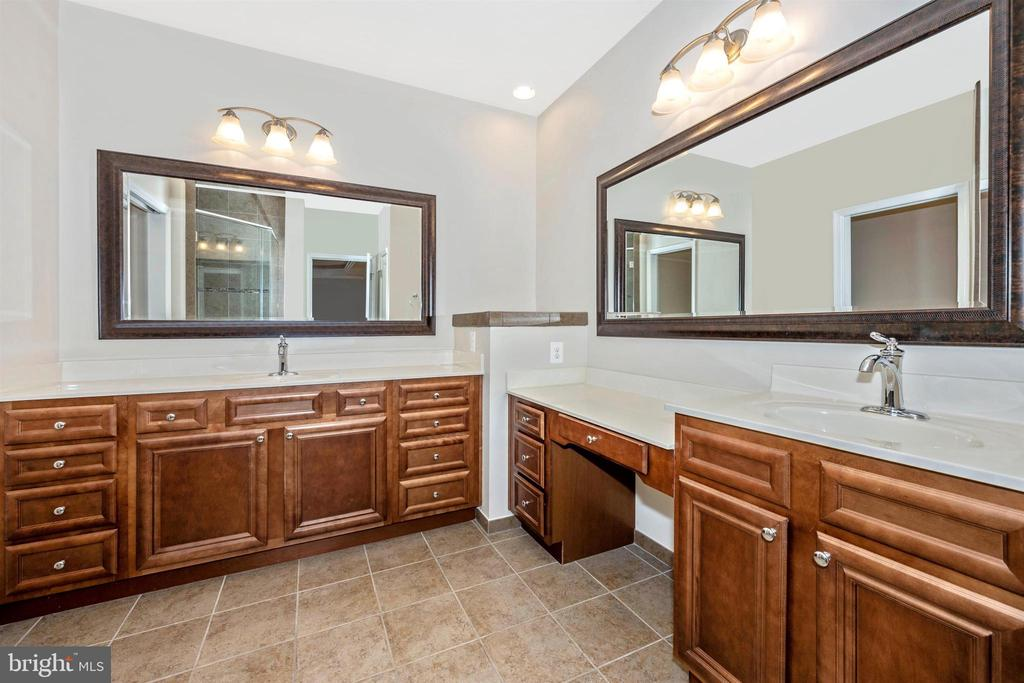 Master Bath with Dual Vanities - 3026 OLD ANNAPOLIS TRL, FREDERICK