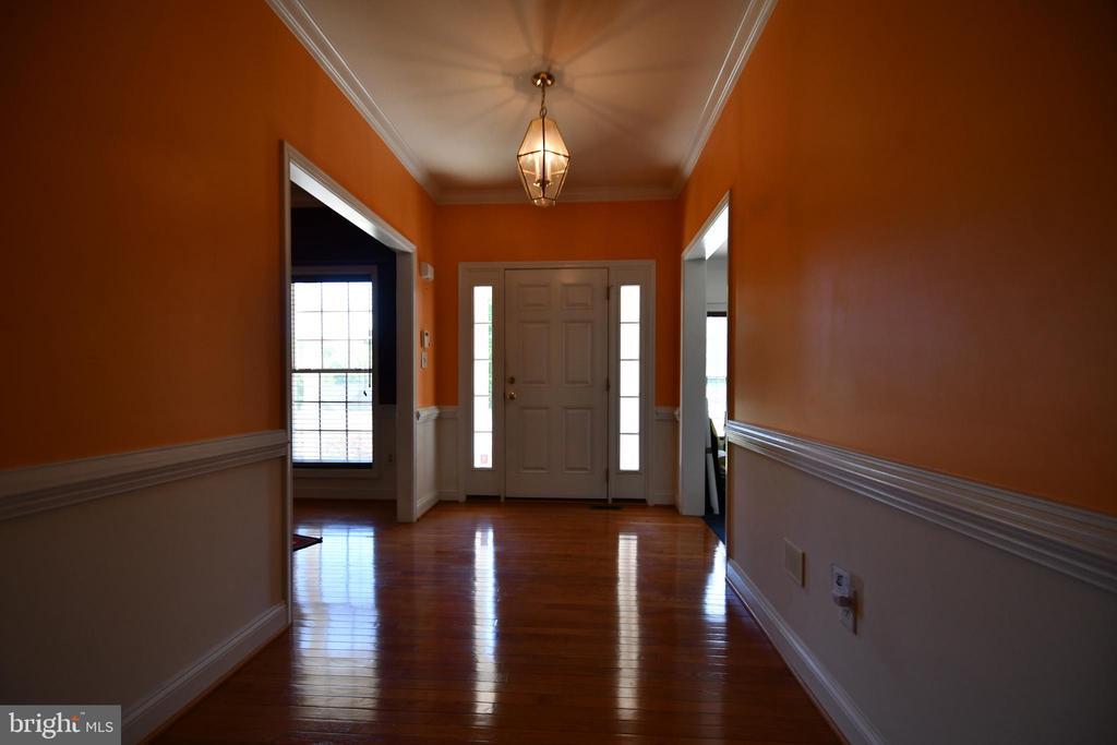 Foyer with beatiful wood trim - 79 MILLBROOK RD, STAFFORD