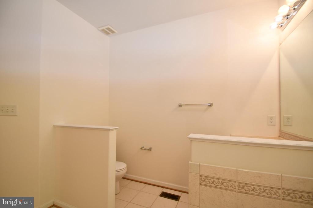 Master bath - commode - 79 MILLBROOK RD, STAFFORD