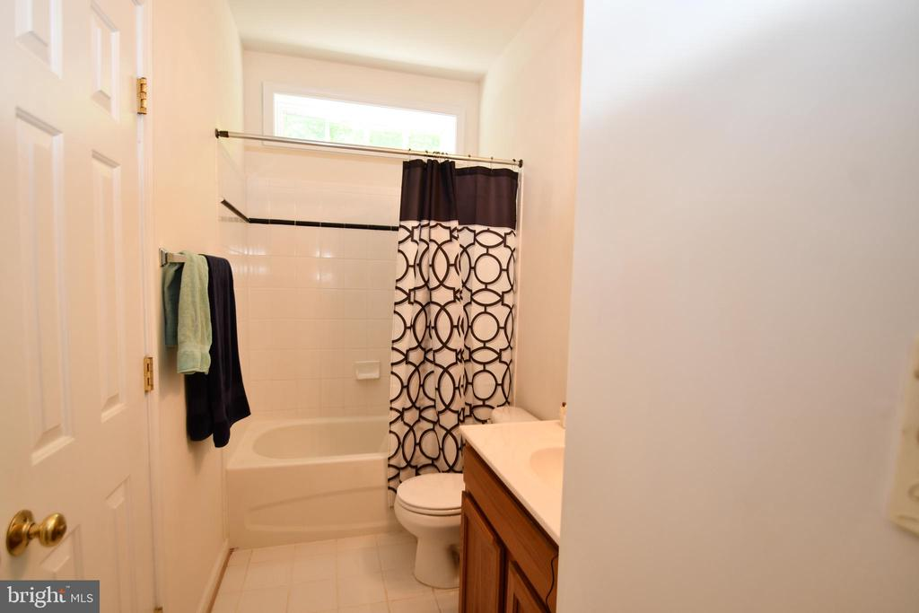 Full Bathroom for bedroom 2 and 3 - 79 MILLBROOK RD, STAFFORD