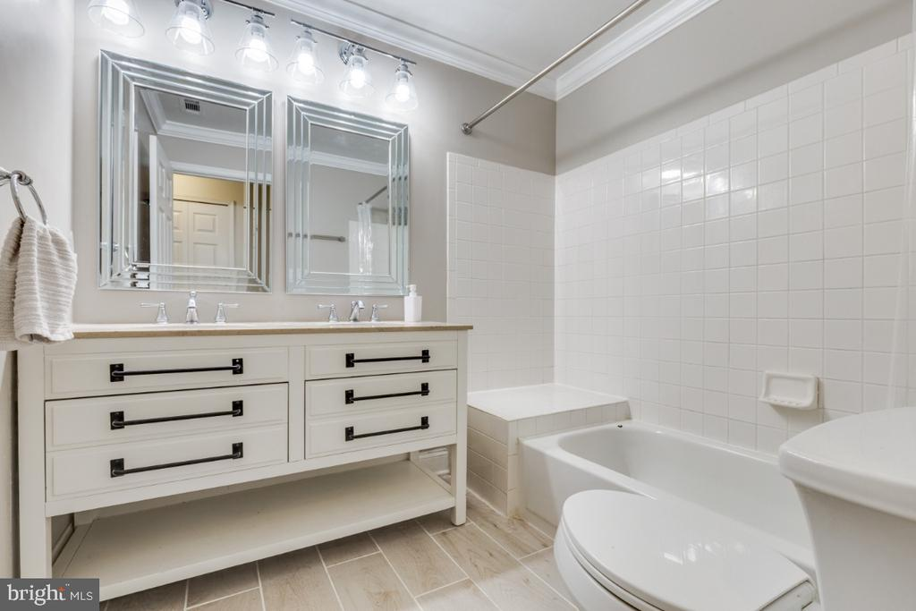 Updated Master Bathroom - 20578 SNOWSHOE SQ #301, ASHBURN