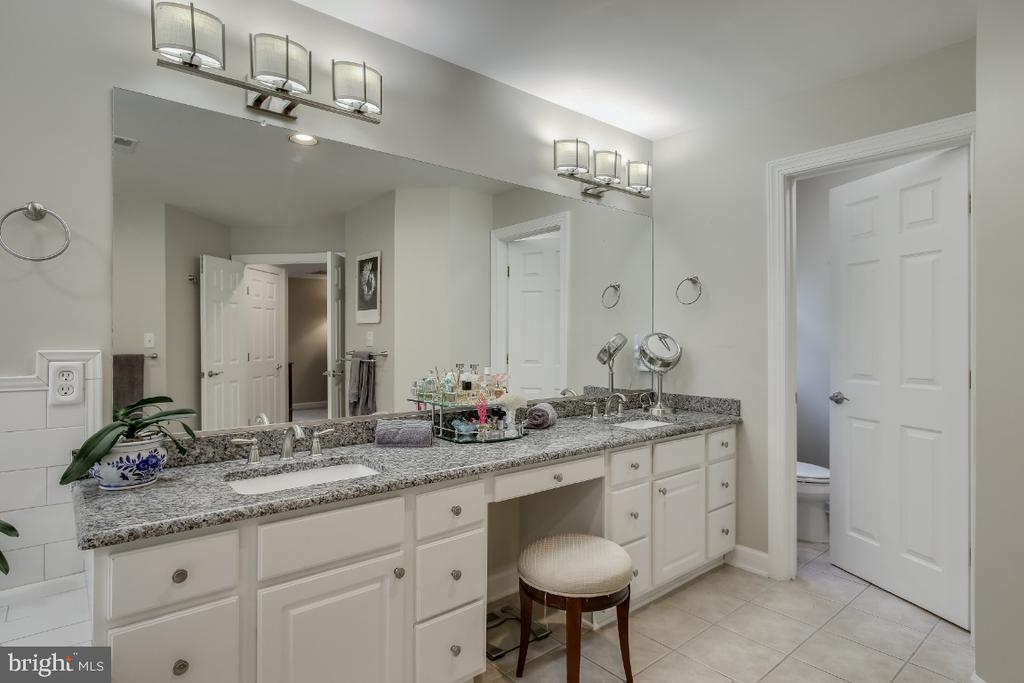 Remodeled owners bath - granite counter dbl sink - 16917 OLD SAWMILL RD, WOODBINE