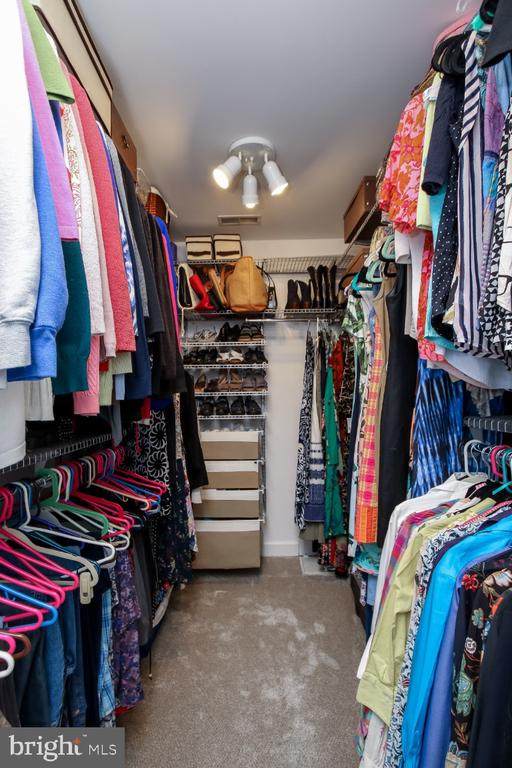 Walk-in closet w/ custom organizers - 16917 OLD SAWMILL RD, WOODBINE