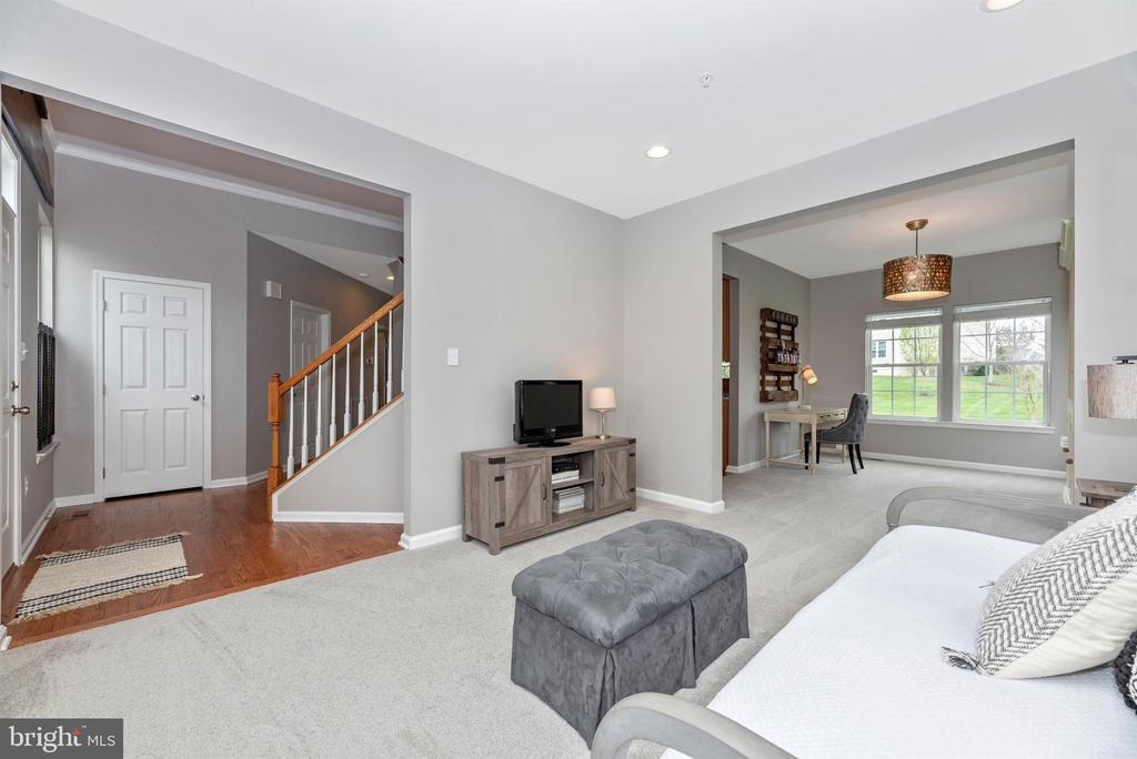 - 9823 NOTTING HILL DR, FREDERICK