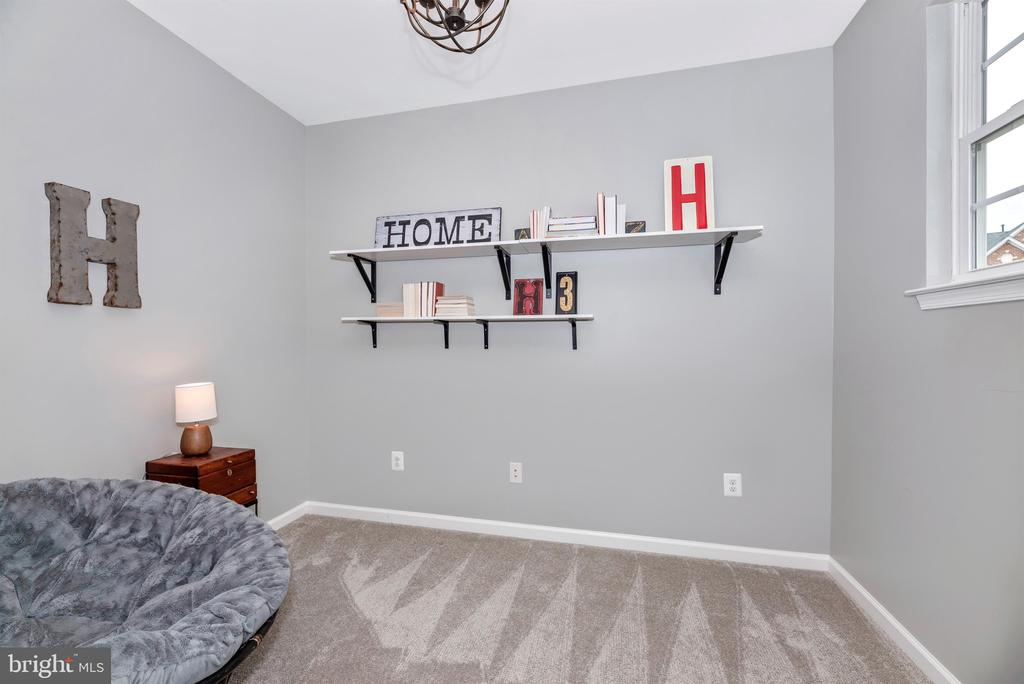 Light and airy space!  Make it yours! - 9823 NOTTING HILL DR, FREDERICK