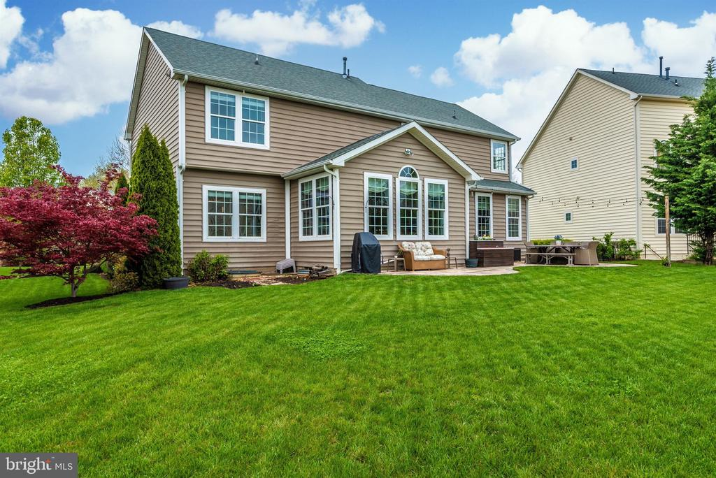 Large yard--play ball or just relax! - 9823 NOTTING HILL DR, FREDERICK