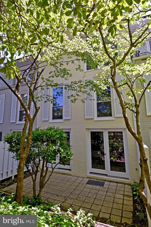 Exterior Backyard - 54 G ST SW #113, WASHINGTON