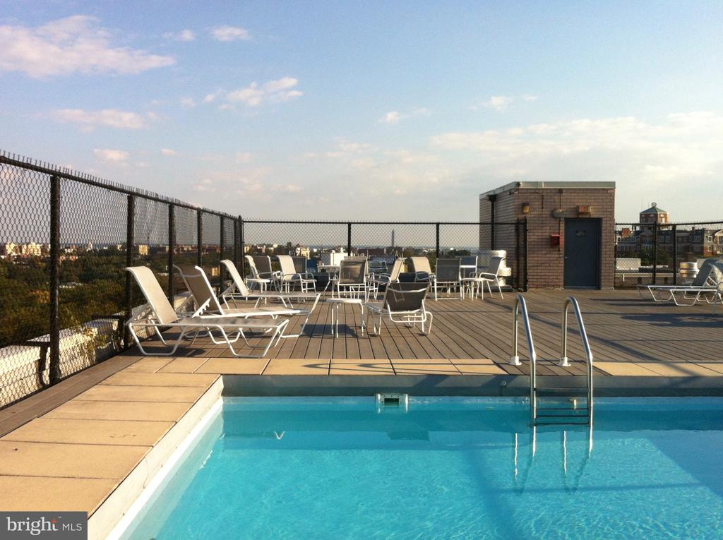 Fabulous roof-top pool and deck. - 2829 NW CONNECTICUT AVE NW #505, WASHINGTON
