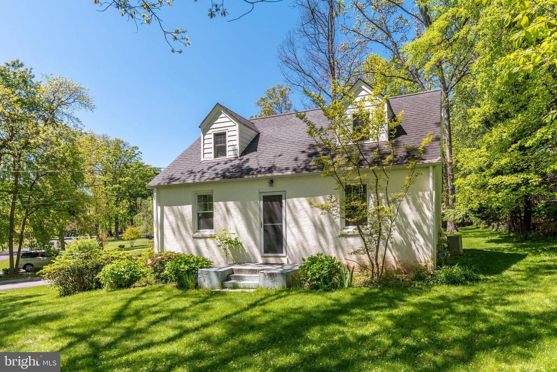 Single Family Homes 為 出售 在 2354 CEDAR Lane Vienna, 弗吉尼亞州 22182 美國