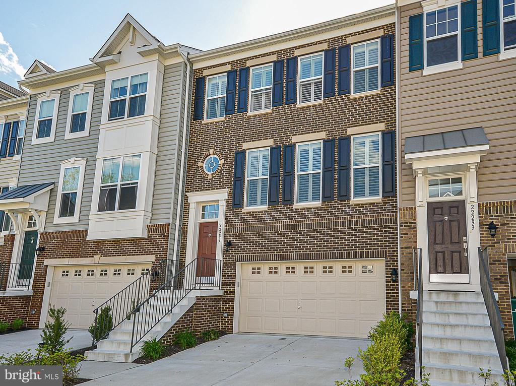 Brick Front Beauty with oversized 2 car garage. - 22295 PINECROFT TER, ASHBURN