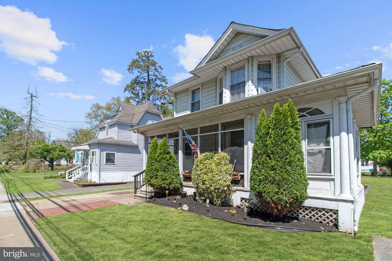 Duplex Homes 为 销售 在 Magnolia, 新泽西州 08049 美国