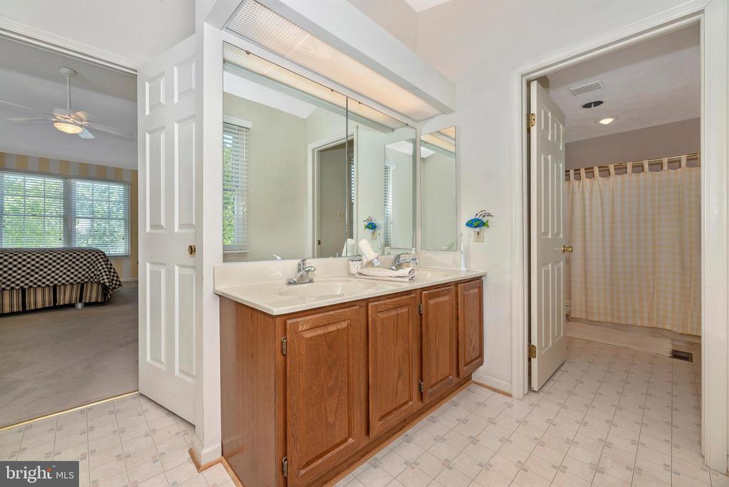 Master Bathroom - 6128 HUCKLEBERRY WAY, NEW MARKET