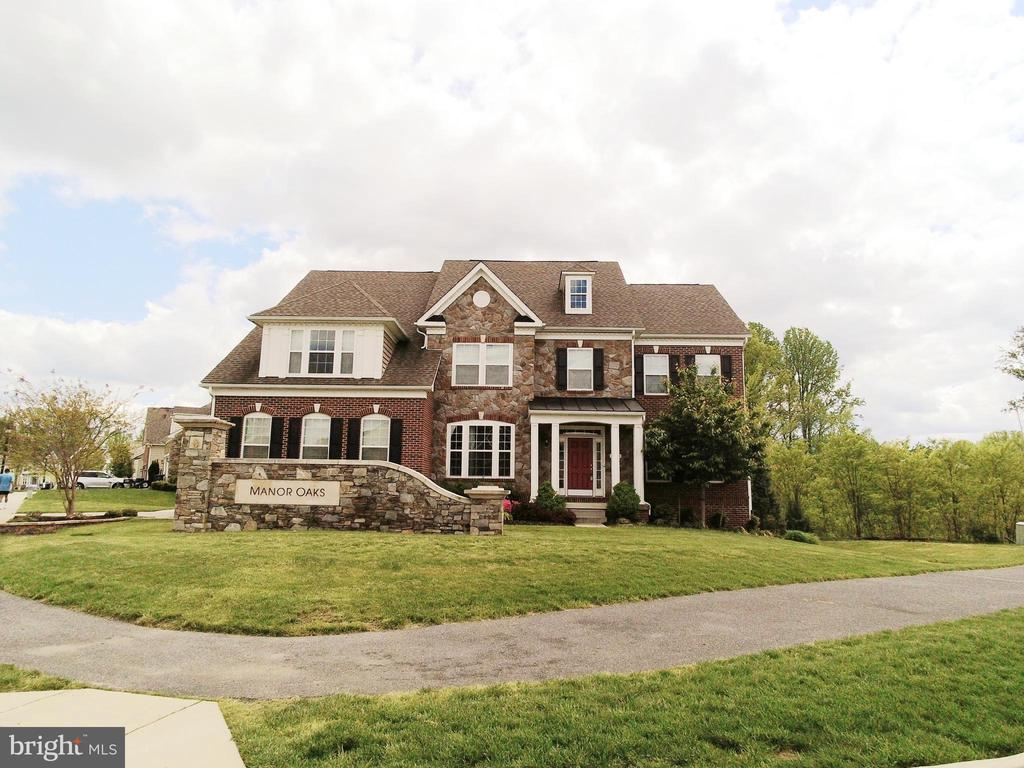 - 9501 MANOR OAKS VW, UPPER MARLBORO