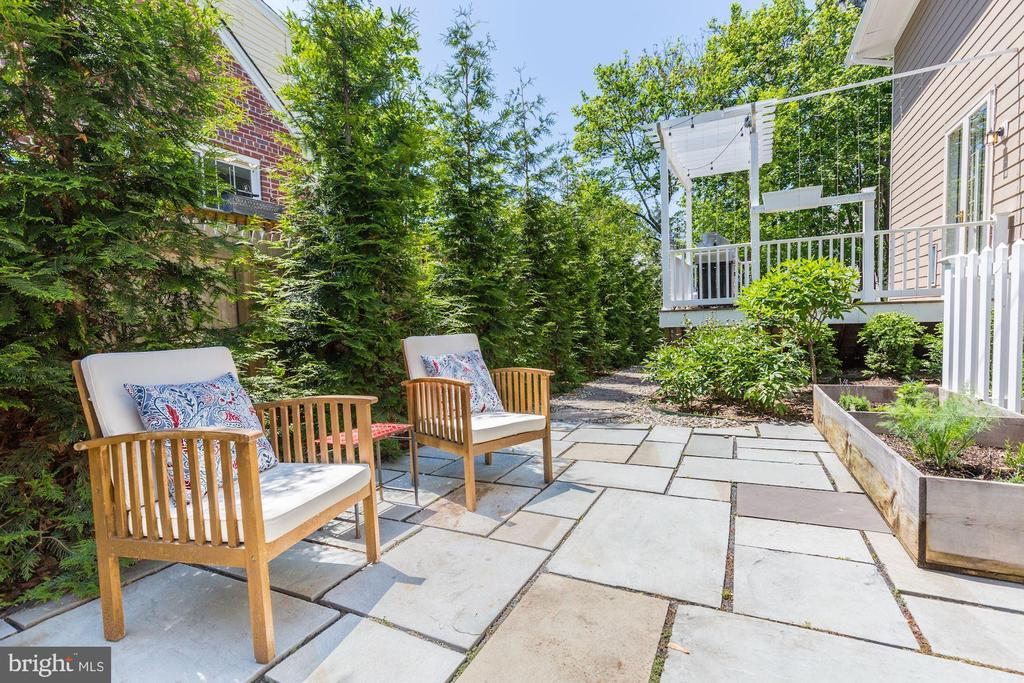 Another place to relax in the backyard - 5900 RYLAND DR, BETHESDA