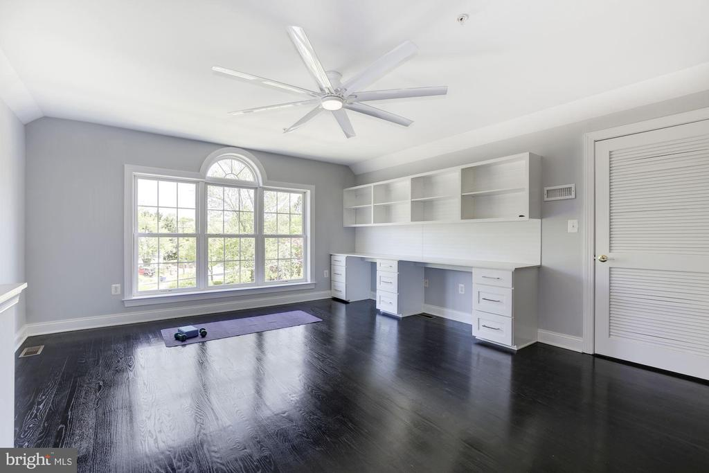 4th level office/study/playroom/teen hangout? - 5900 RYLAND DR, BETHESDA
