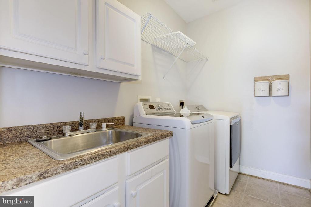Bedroom level laundry room - 5900 RYLAND DR, BETHESDA