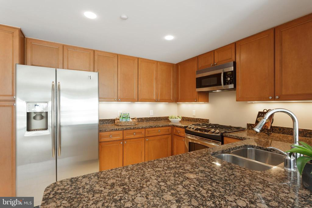 Kitchen with granite counters - 5 PARK PL #704, ANNAPOLIS