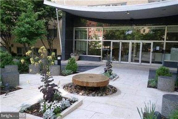 Front Garden - 4600 CONNECTICUT AVE NW #110, WASHINGTON