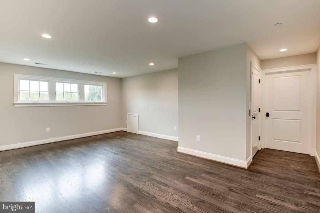 Third Floor Loft - 3201 WINNETT RD, CHEVY CHASE