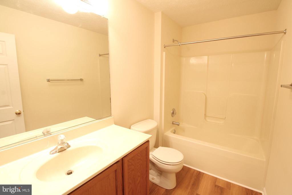 Full Bathroom - Upper Level - 612 LAKEVIEW PKWY, LOCUST GROVE
