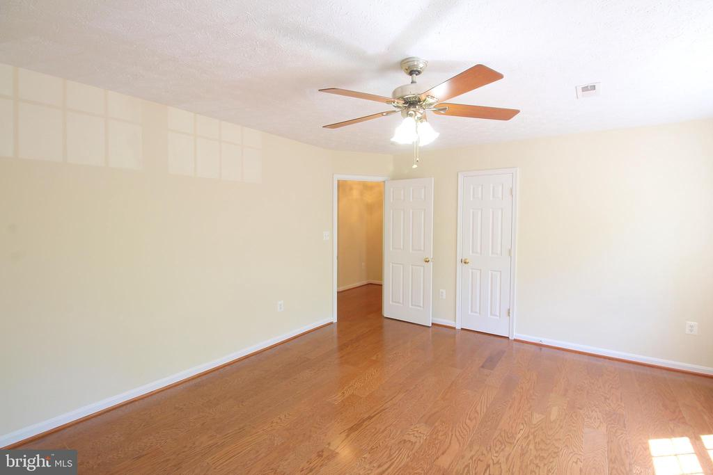 2nd Bedroom - Upper Level (Large Closet) - 612 LAKEVIEW PKWY, LOCUST GROVE
