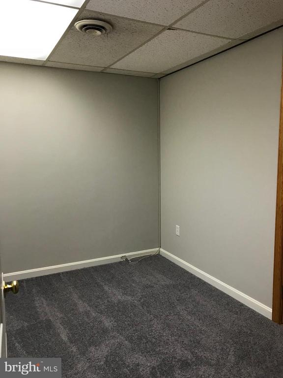 Lower level office space - 6218 GLENVIEW CT, ALEXANDRIA