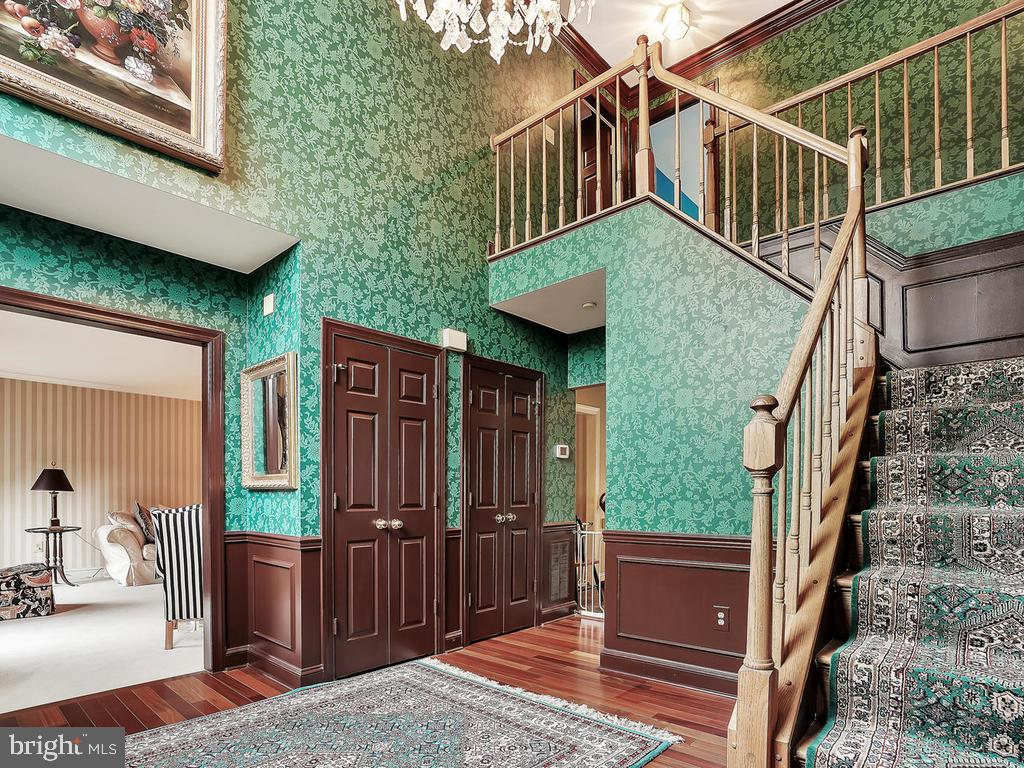 Dramatic 2 story foyer with hardwood floors - 11667 FAIRMONT PL, IJAMSVILLE