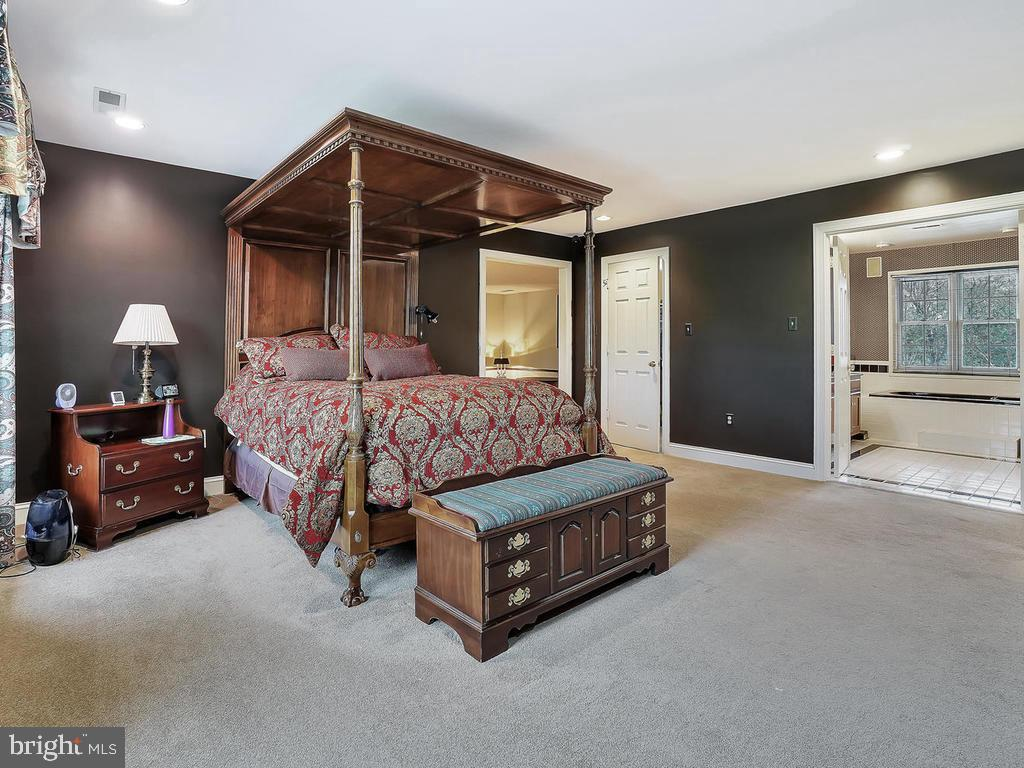 master boasts several closets & sitting room - 11667 FAIRMONT PL, IJAMSVILLE