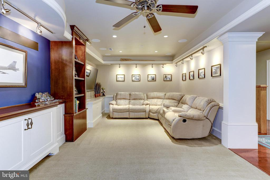 Lower level family room / home theatre - 4200 MILITARY RD NW, WASHINGTON
