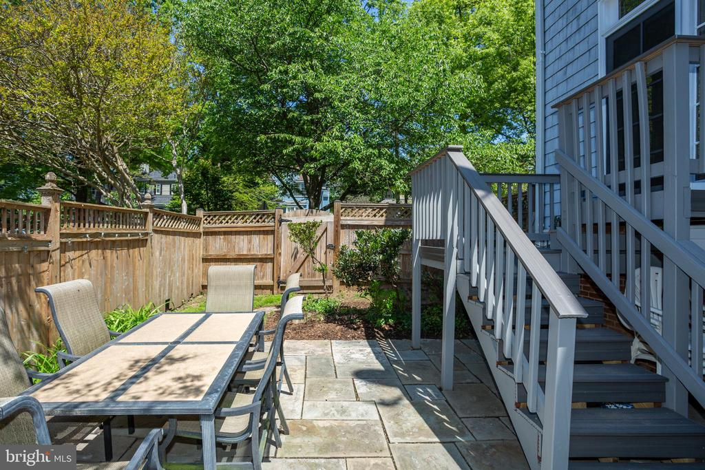 Private patio w/ new deck - 4200 MILITARY RD NW, WASHINGTON
