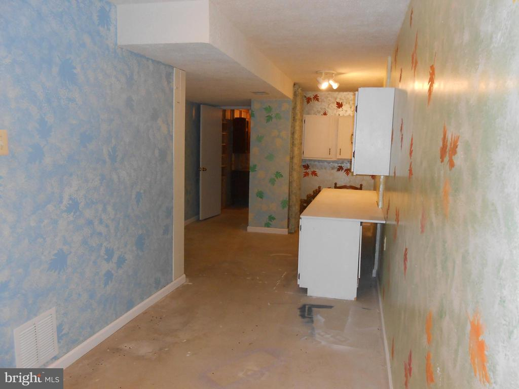 Hobby Room 20x10 - 10472 LABRADOR LOOP, MANASSAS