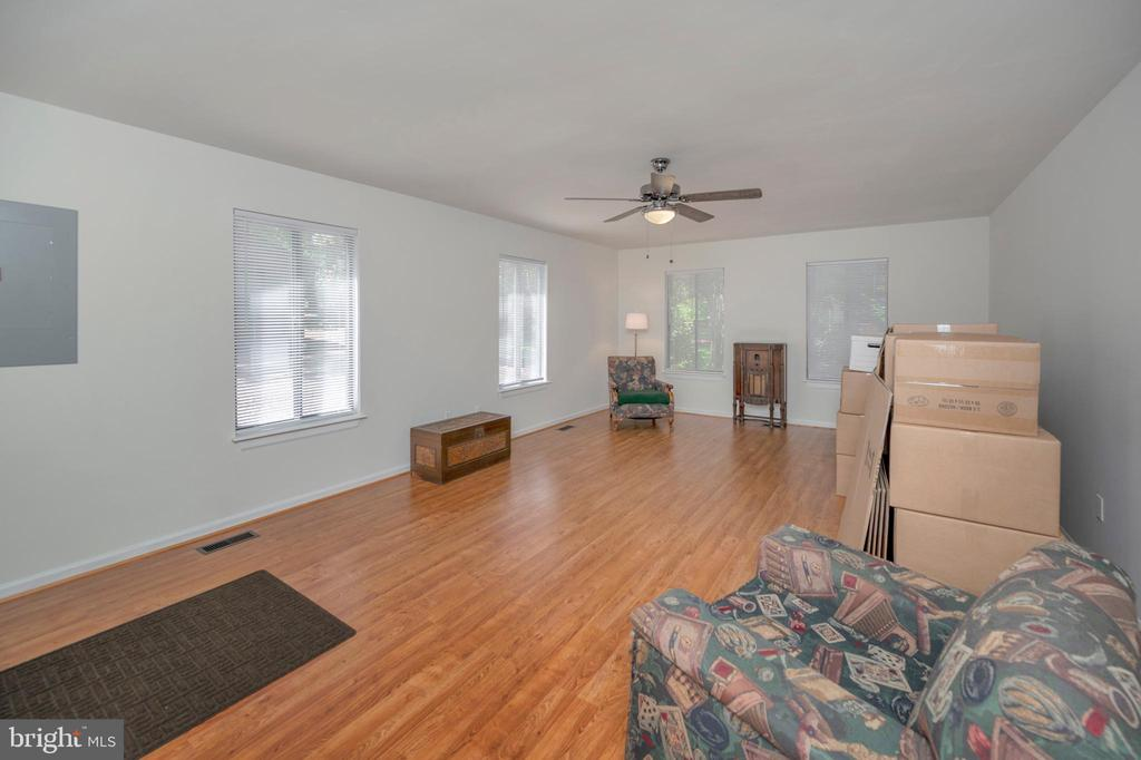 Wow Family Room for size & live-ability - 118 INDEPENDENCE ST, LOCUST GROVE