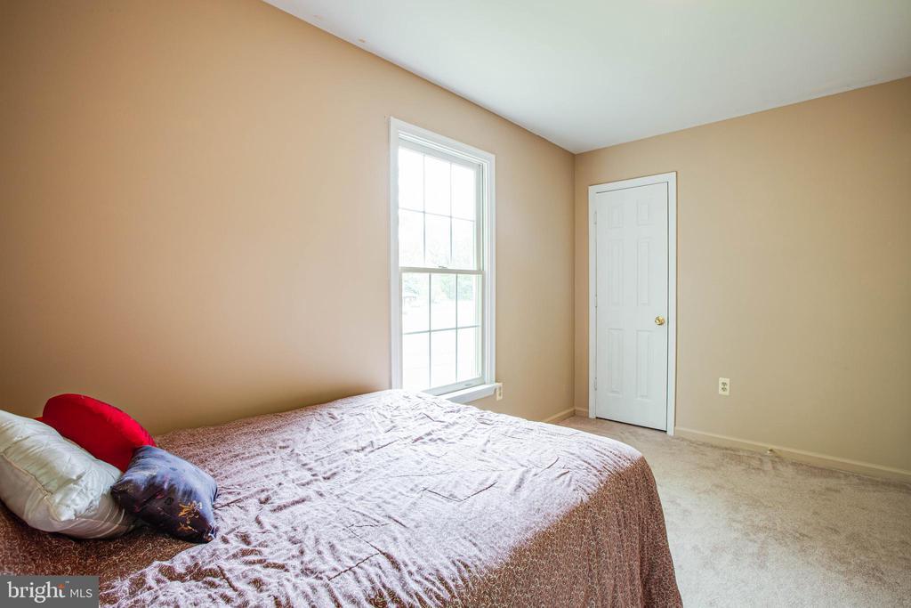 bedroom two, main floor - 9521 RAPIDAN DR, FREDERICKSBURG