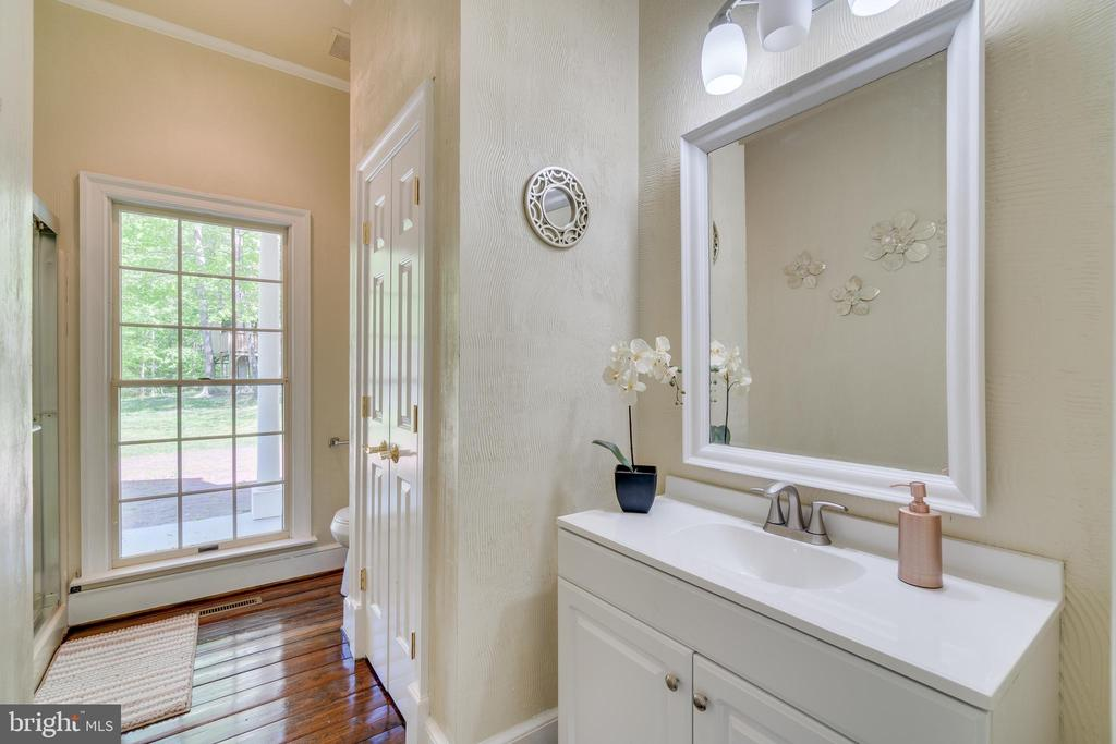 Full Hall Bathroom on the Main Level - 646 HOLLY CORNER RD, FREDERICKSBURG