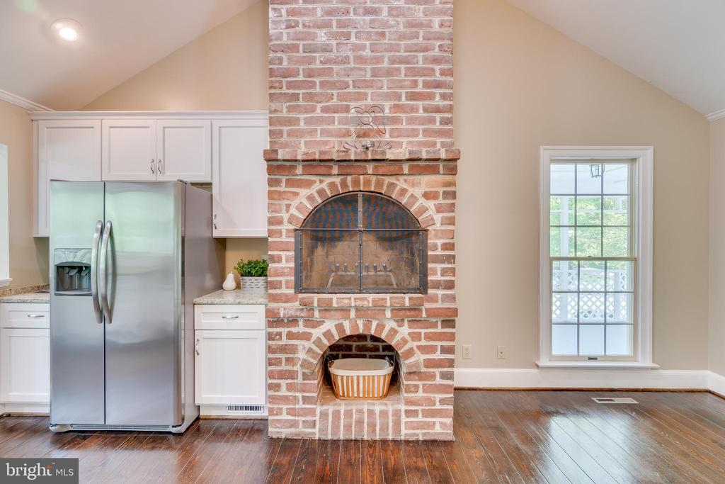 Imagine decorating this fireplace at the holidays - 646 HOLLY CORNER RD, FREDERICKSBURG
