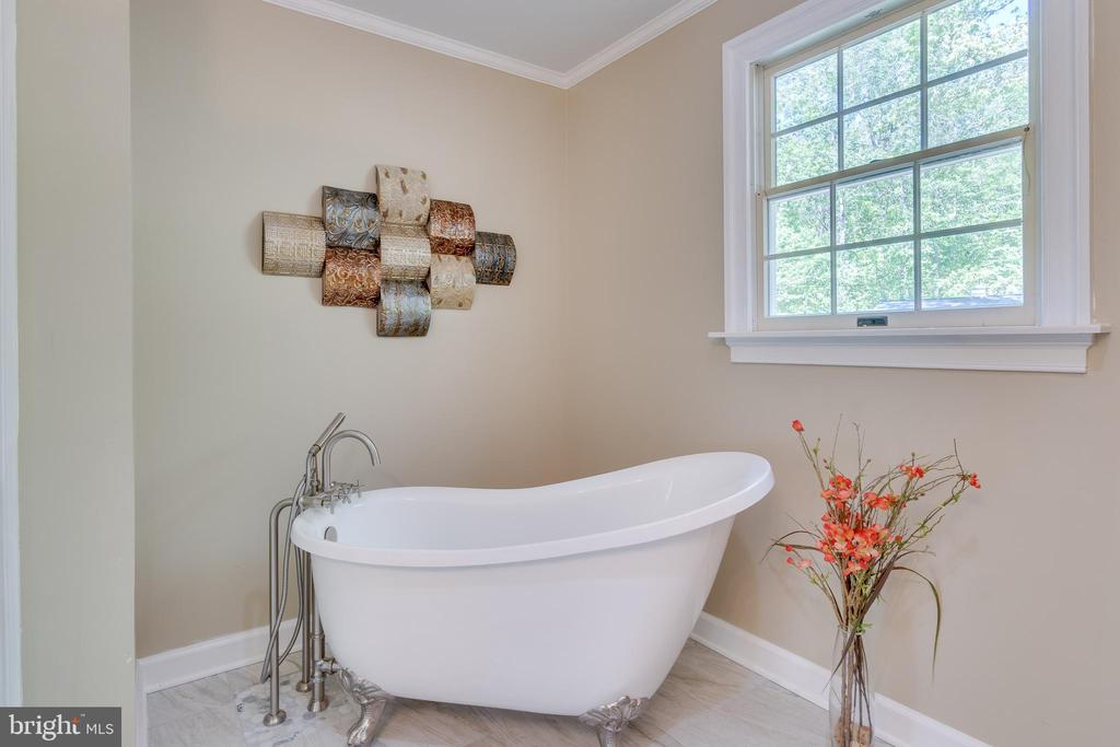 New Claw-Foot Stand-alone Tub & Faucet - 646 HOLLY CORNER RD, FREDERICKSBURG