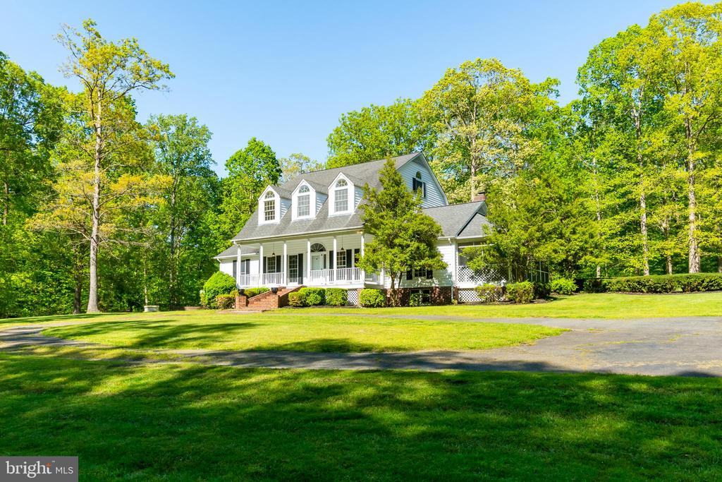 Set back from the main road for ultimate privacy - 646 HOLLY CORNER RD, FREDERICKSBURG