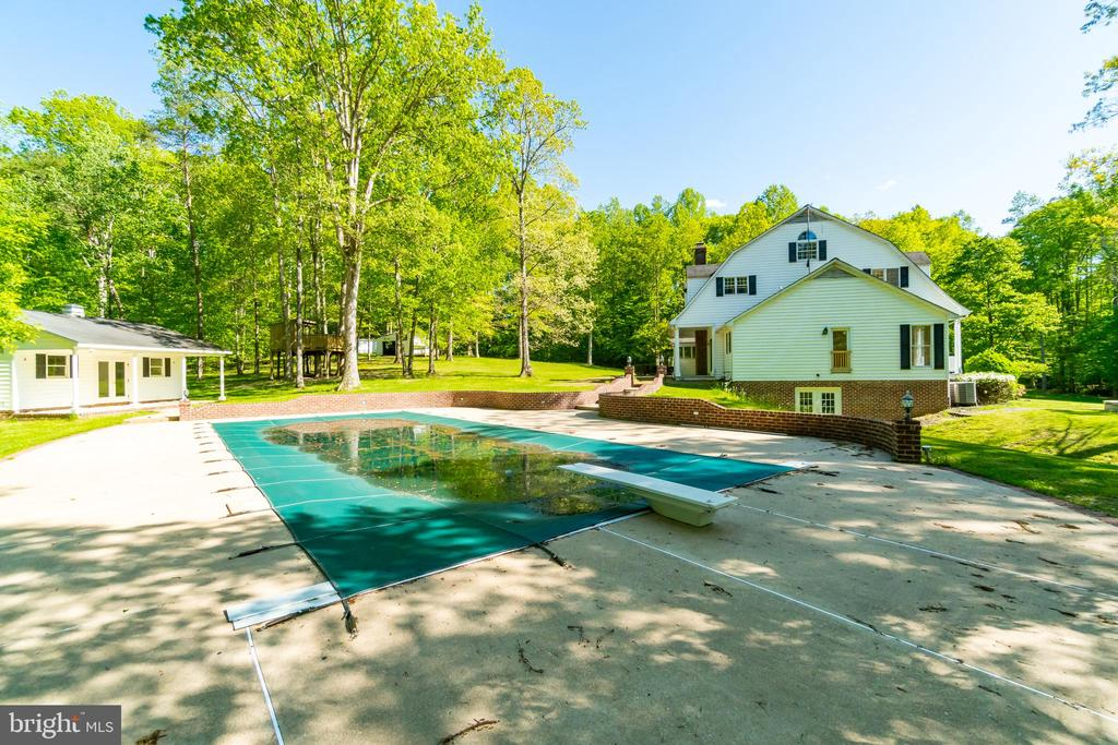 Lots of patio space & pool house - 646 HOLLY CORNER RD, FREDERICKSBURG