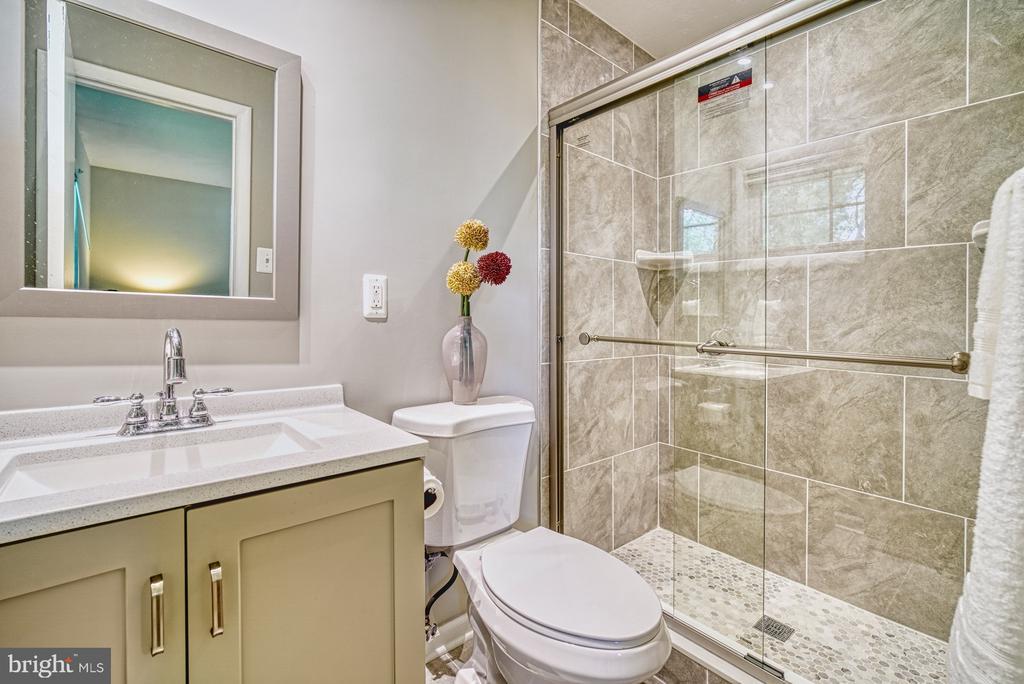 Updated master, en-suite bathroom - 2612 HILLSMAN ST, FALLS CHURCH