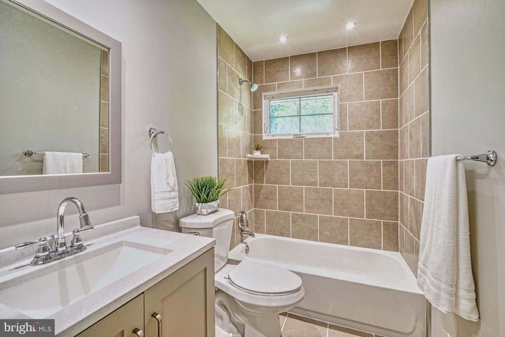 Updated Hall bathroom - 2612 HILLSMAN ST, FALLS CHURCH