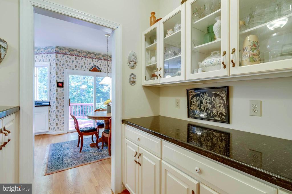 Butler's Pantry - Granite Counters -  Storage! - 12210 GLADE DR, FREDERICKSBURG