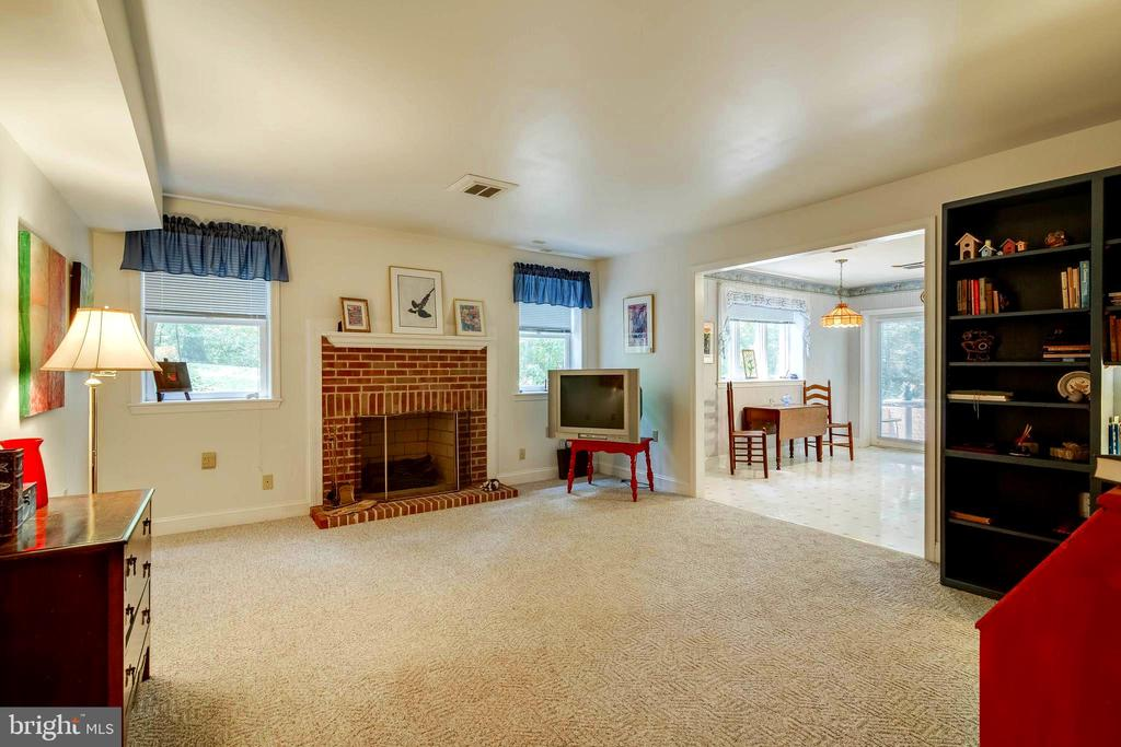 In-Laws Suite - Living Rm w/Fireplace (Elec)! - 12210 GLADE DR, FREDERICKSBURG