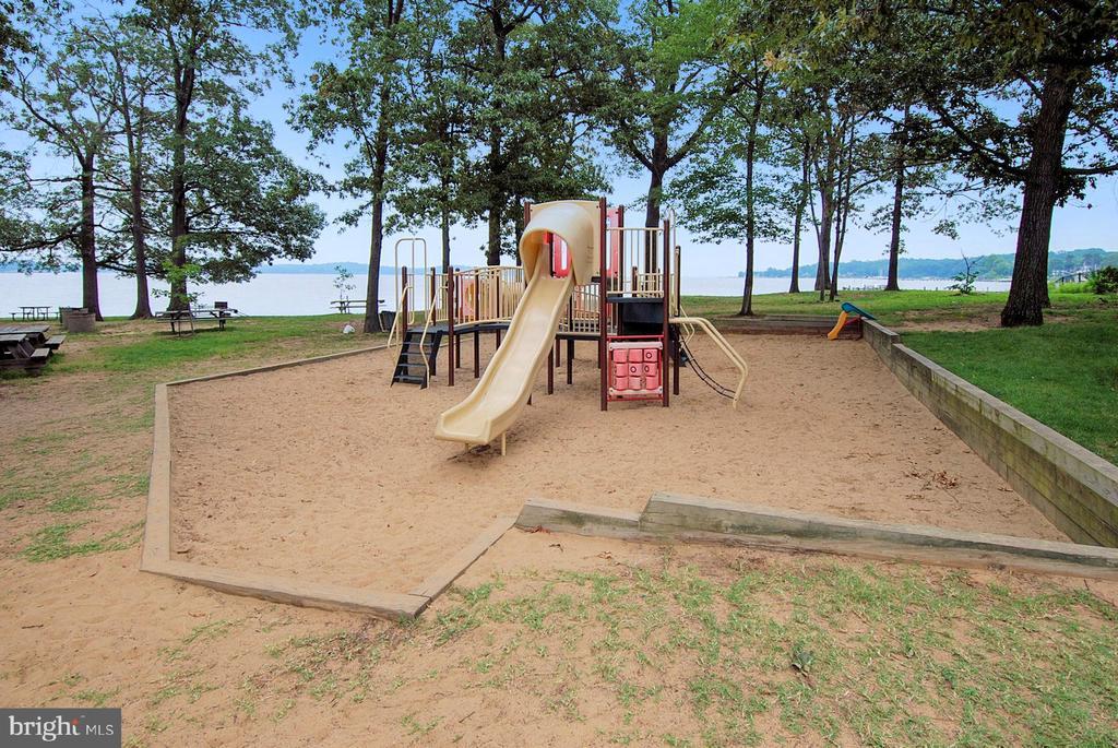 Ulmstead Estates Waterfront Playground - 1058 ULMSTEAD CIR, ARNOLD