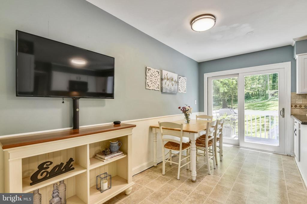 Kitchen Leading to Deck -Entertainers Dream - 1058 ULMSTEAD CIR, ARNOLD