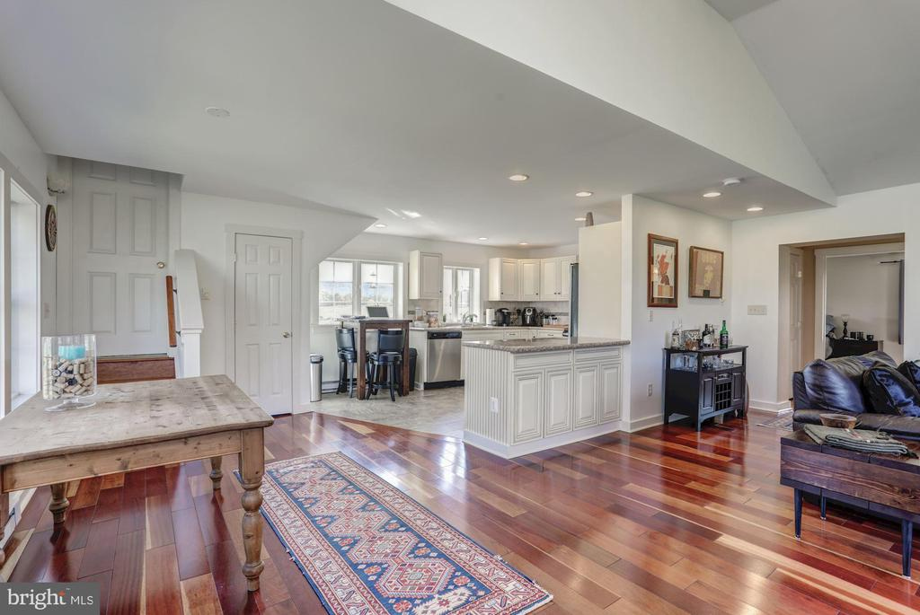 Guest Cottage - 12717 HARPERS FERRY RD, PURCELLVILLE