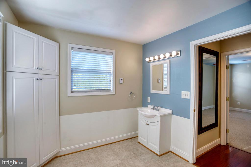 Hall bath 2 nd floor w heated floor - 12427 POTOMAC VIEW DR, NEWBURG