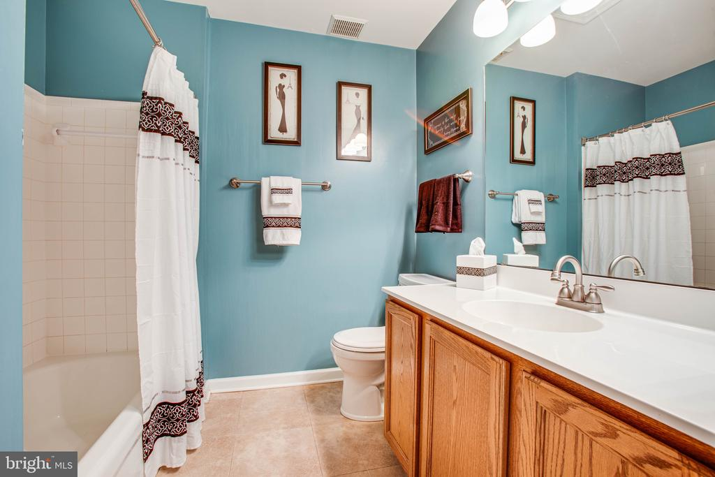Full Hall Bath - 10001 GRASS MARKET CT, FREDERICKSBURG