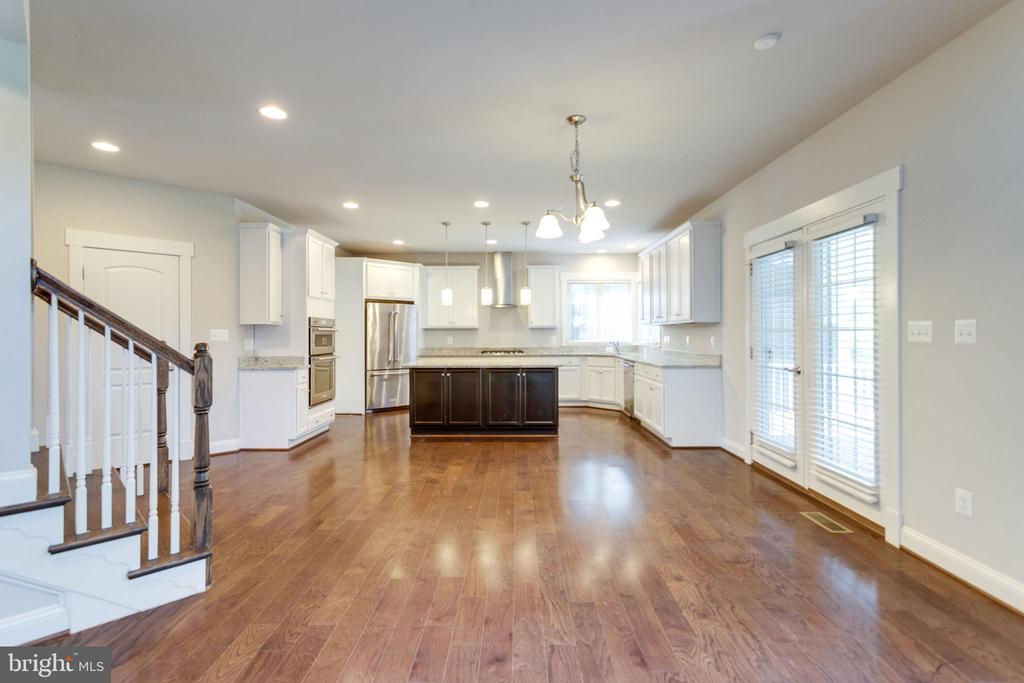 Kitchen/Breakfast Area/Exit to Patio - 2050 ARCH DR, FALLS CHURCH
